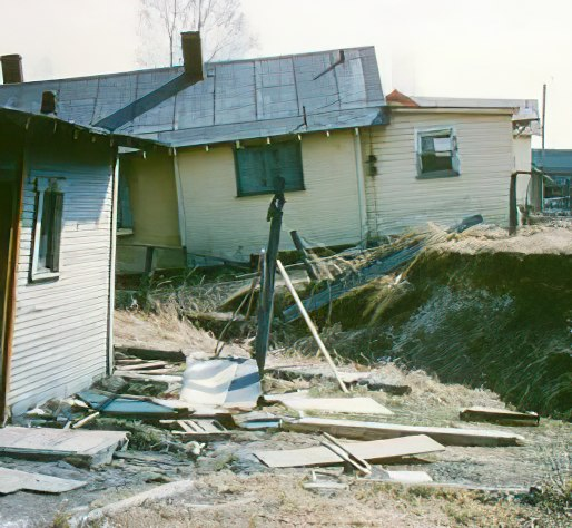Destroyed homes in Anchorage after the 64 quake